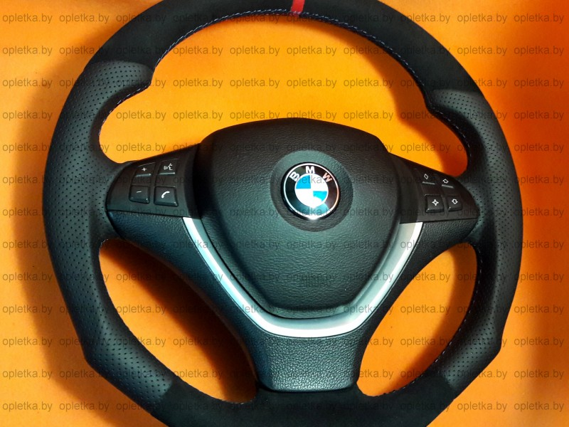 BMW_E70_Hamann_Steering-wheel+Alcantara_Strip-red_flat_bottom (4)3
